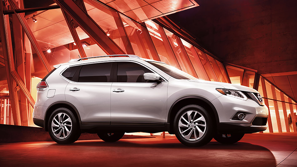 2015 White Nissan Rogue Exterior Side View