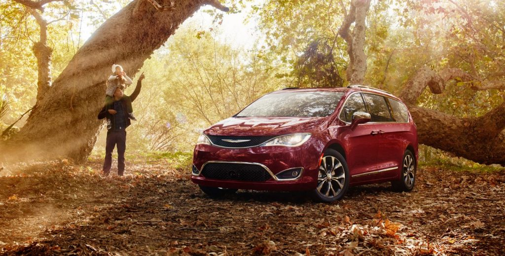2017 Chrysler Pacifica Exterior in Red