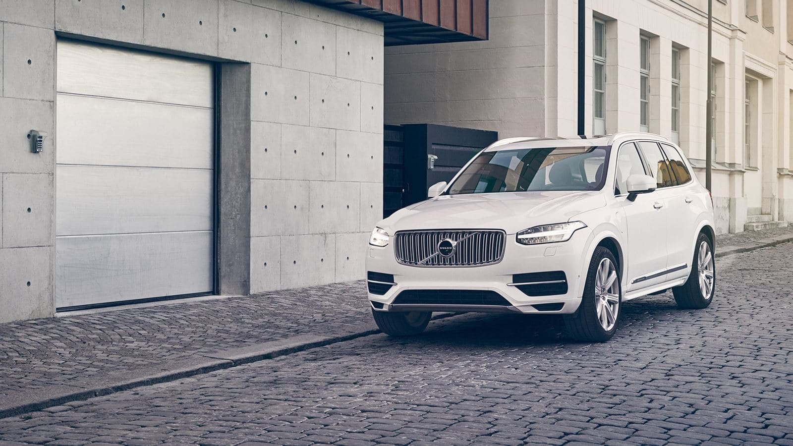 2018 Volvo XC90 Front White Exterior
